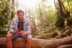 Auch unterwegs in Verbindung bleiben: mit Mail-Apps komfortabel möglich. (c) Shutterstock