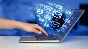Mit POP3 oder IMAP können E-Mails mit einem Drittprogramm aus dem Postfach abgerufen werden.